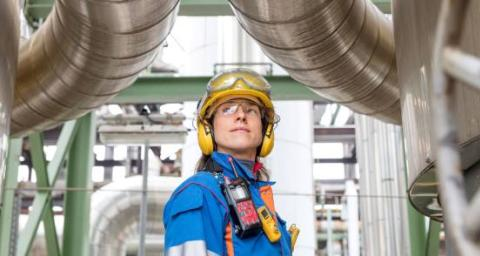Kerstin Weinhold, operator, on the reactor B of methanol synthesis. POX (production of methanol) unit of the refinery of Leuna